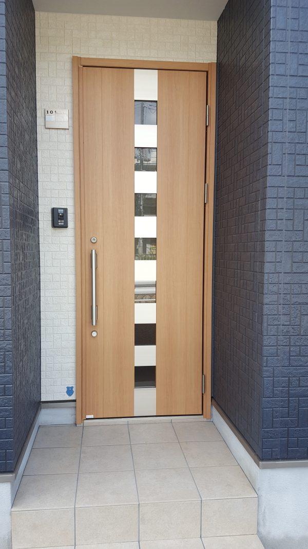 住宅兼賃貸住宅 オーナー側玄関