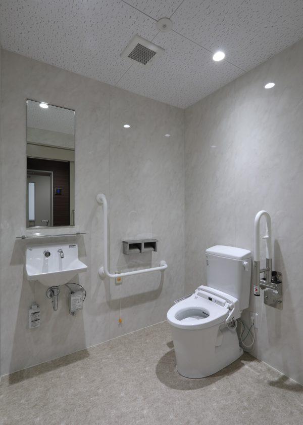 2F 多目的トイレ